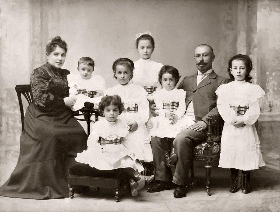 Аборт? Убивать своих детей? Старая русская семья: не знаем, что это такое...