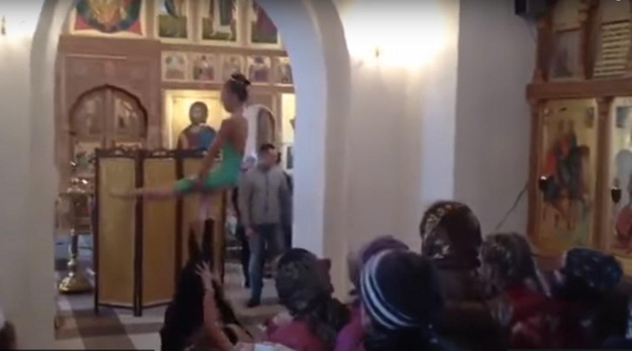 Проститутки в храме танцевали