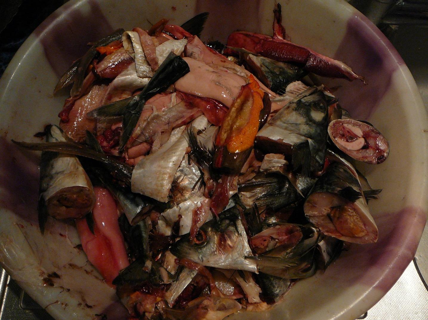Рыбьи головы, хвосты, потроха, кожа, плавники - идеальное сырье для гарума