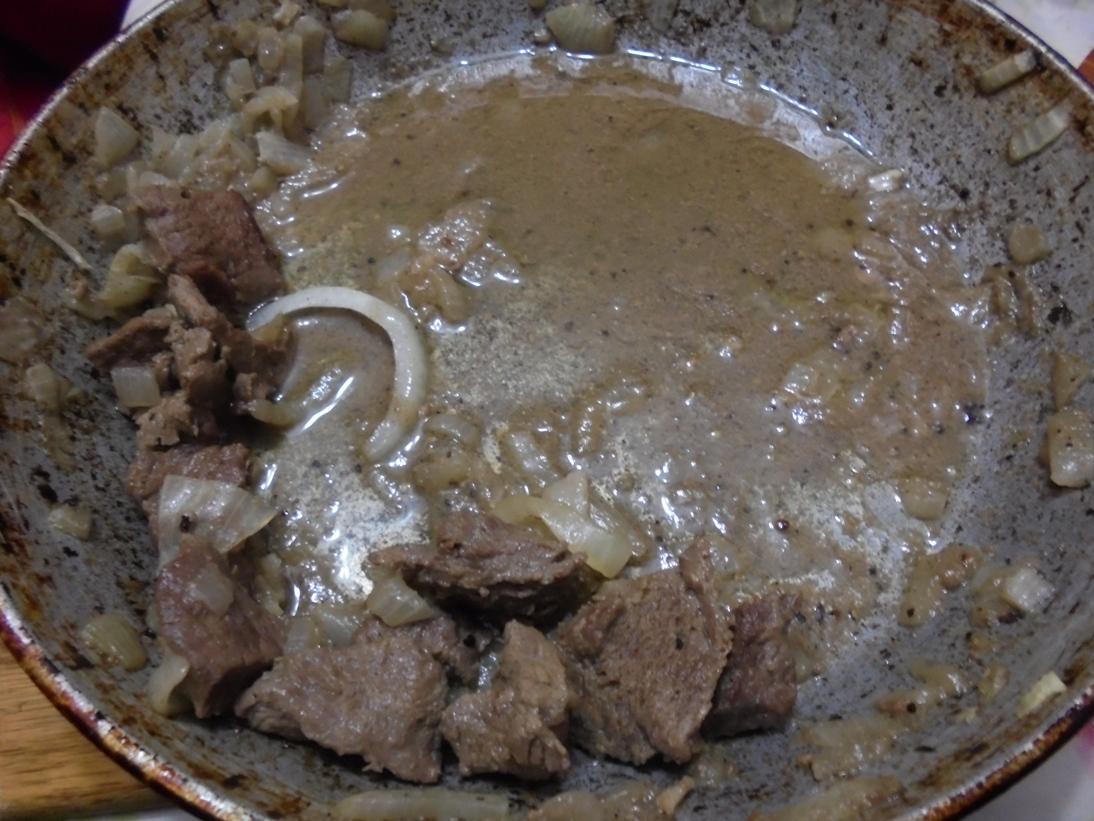 Сковорода с тушеной на гаруме кониной опустела за рождественским ужином моментально.