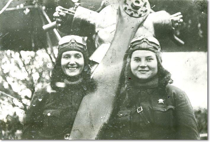 Командир звена Таня Макарова и штурман Вера Белик. Посмертно присвоено звание Героя Советского Союза. Фото - 1942 год height=372