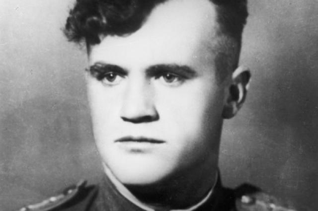 Советский летчик-ас Николай Дмитриевич Гулаев height=365