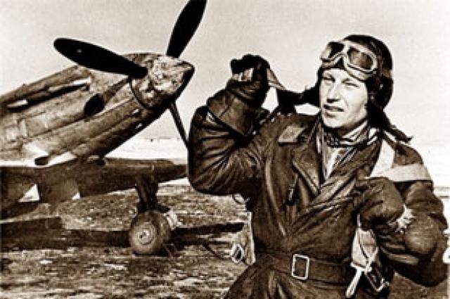Советский летчик-ас Александр Иванович Покрышкин height=365