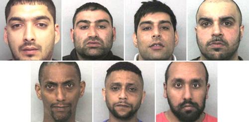 Банда педофилов состояла из девяти мусульман, шесть из них женаты, один – дедушка, они обвиняются в длинном списке преступлений, в том числе изнасилованиях несовершеннолетних, принуждении к проституции и сутенерстве...