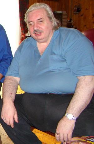 Псевдоакадемик Николай Левашов объявлял себя спасителем человечества и великим целителем, но так и не смог в себе обуздать чревоугодие и исправить себе косоглазие