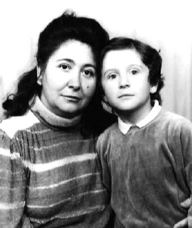 Вячеслав Крашенинников с матерью, приложившей колоссальные усилия, чтобы превратить своего сына в