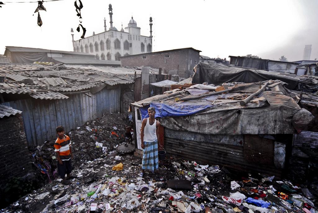 Индия - чудовищно грязная страна. Горы мусора в бедных кварталах