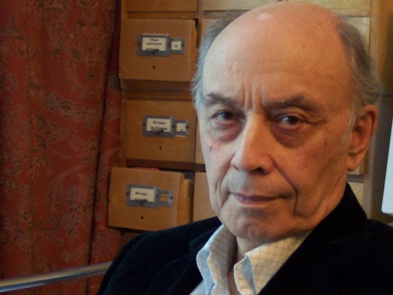 Автор статьи Лев Клейн (1927 года рождения) - советский и российский учёный, археолог, культур-антрополог, филолог, историк науки, профессор, доктор исторических наук