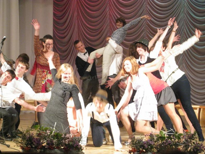 В вальдорфских школах любят танцевать...